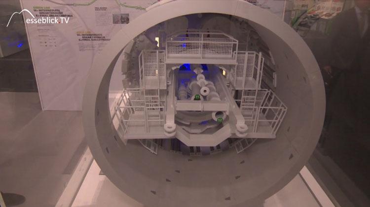 Tunnelvortriebsmaschine mit Stahlzylinder Herrenknecht - Innotrans 2016 Berlin