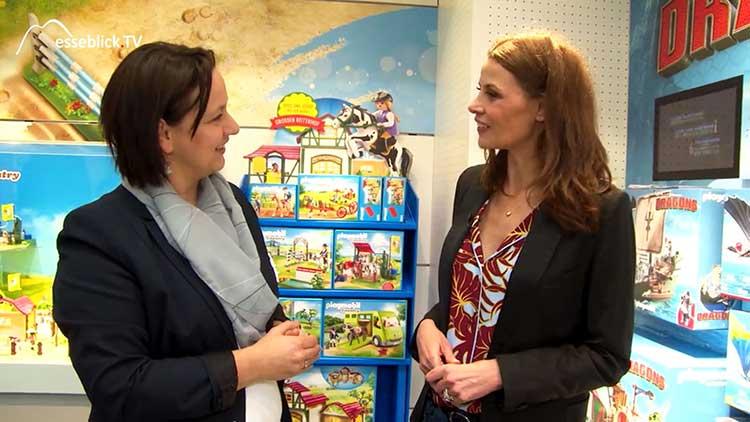 Frau Auer, Playmobil mit Moderatorin Simone Dericks - Spielwarenmesse 2017