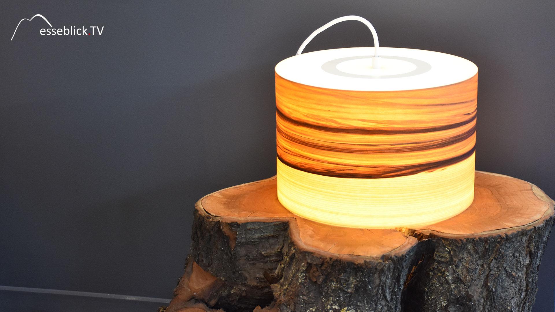 Lampe: Licht durch Holz