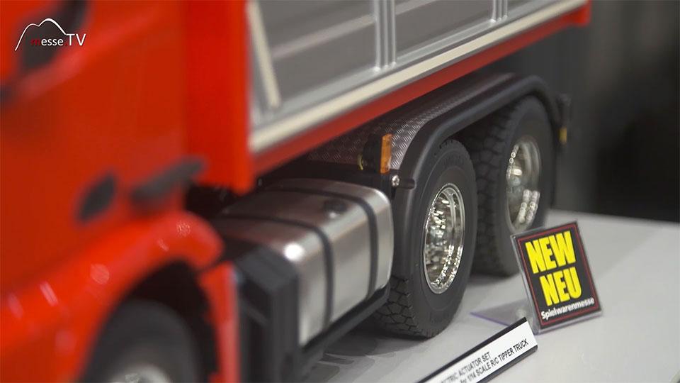 Tamiya Mercedes Lastwagen rot - Spielwarenmesse