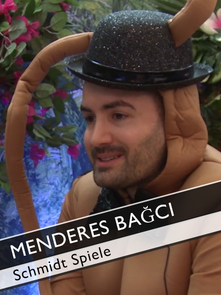 Menderes Bagci Interview im Kakerlakenkostüm