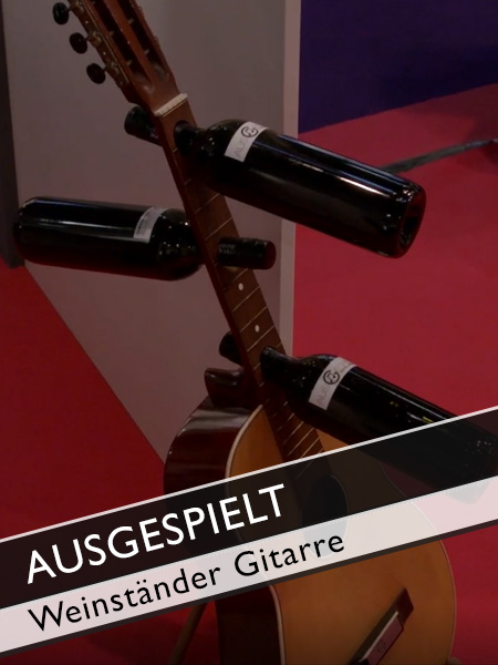 Ausgespielt Gitarre als Weinständer