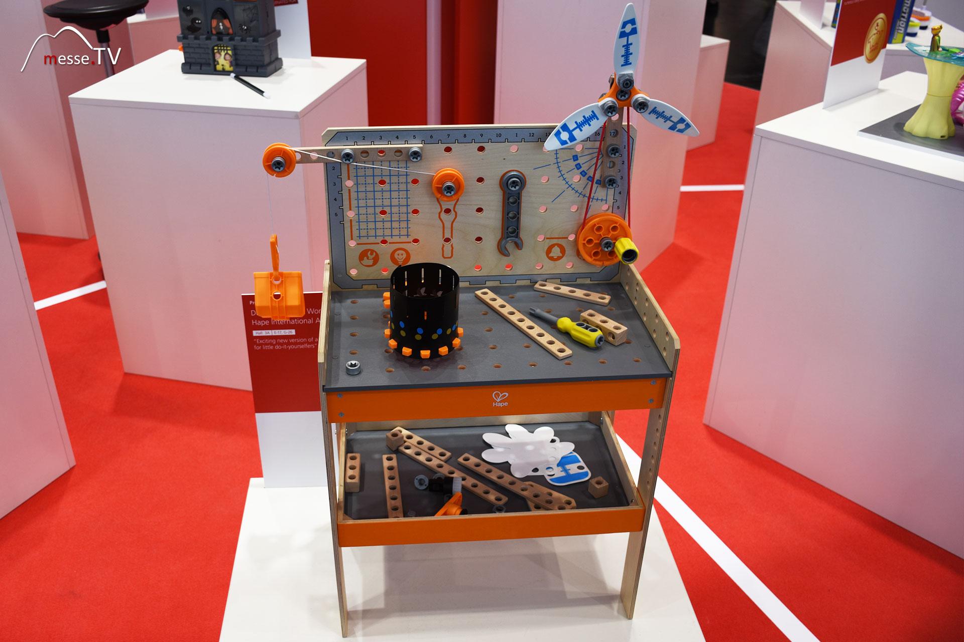 Hape International - Deluxe Scientific Workbench