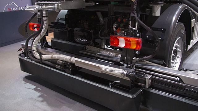 Mercedes-Benz Unimog Geräteträger mit Bitumensprayer