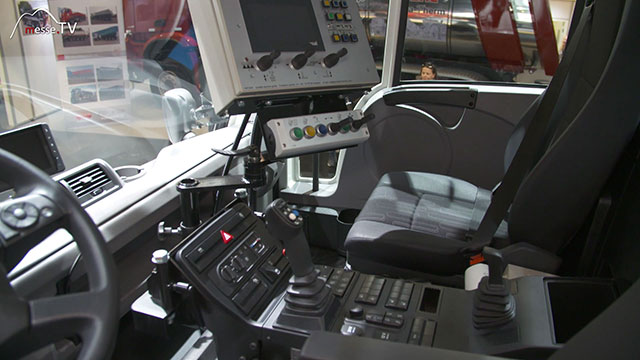 Mercedes-Benz Unimog Geräteträger mit Lenkradwechselmöglichkeit
