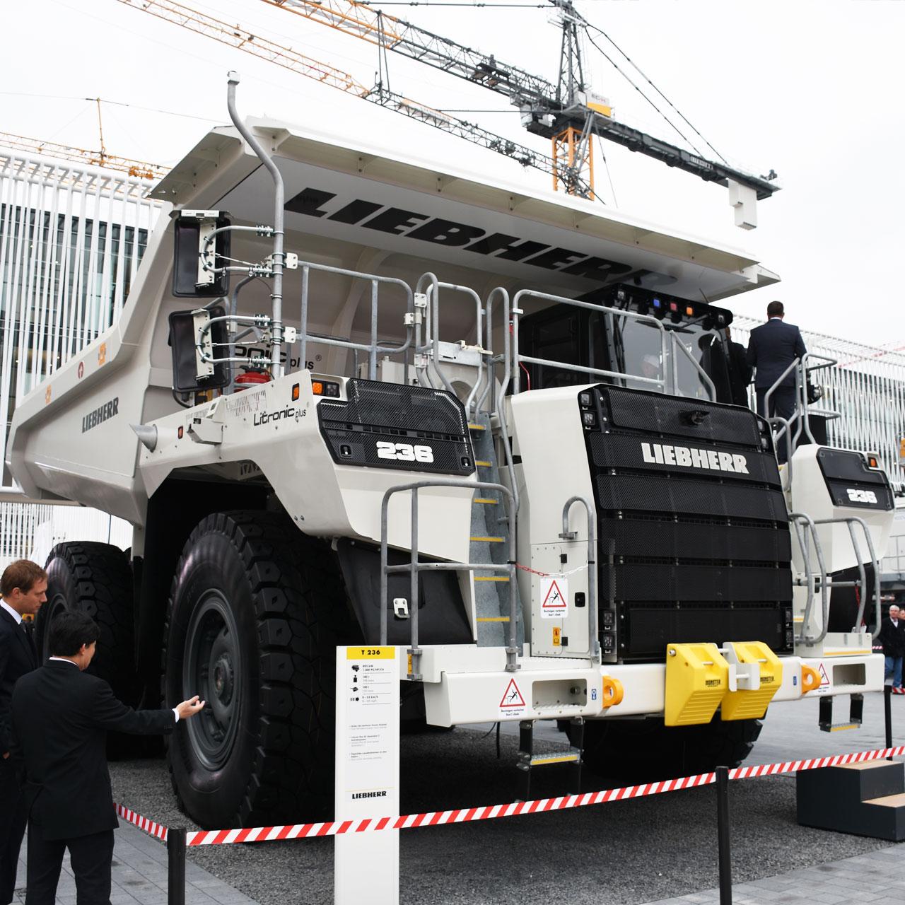LIEBHERR: 100 Tonnen Muldenkipper T 236