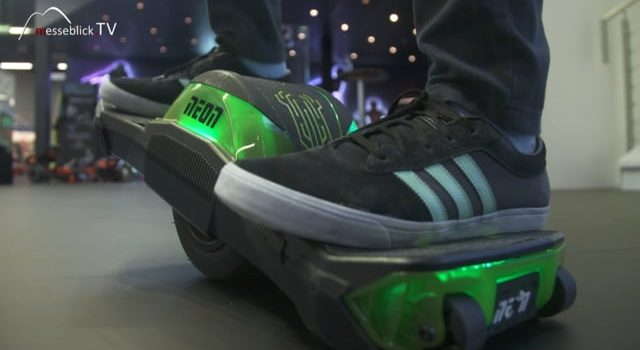 Self balancing electric Skateboard, Neon- Spielwarenmesse 2018