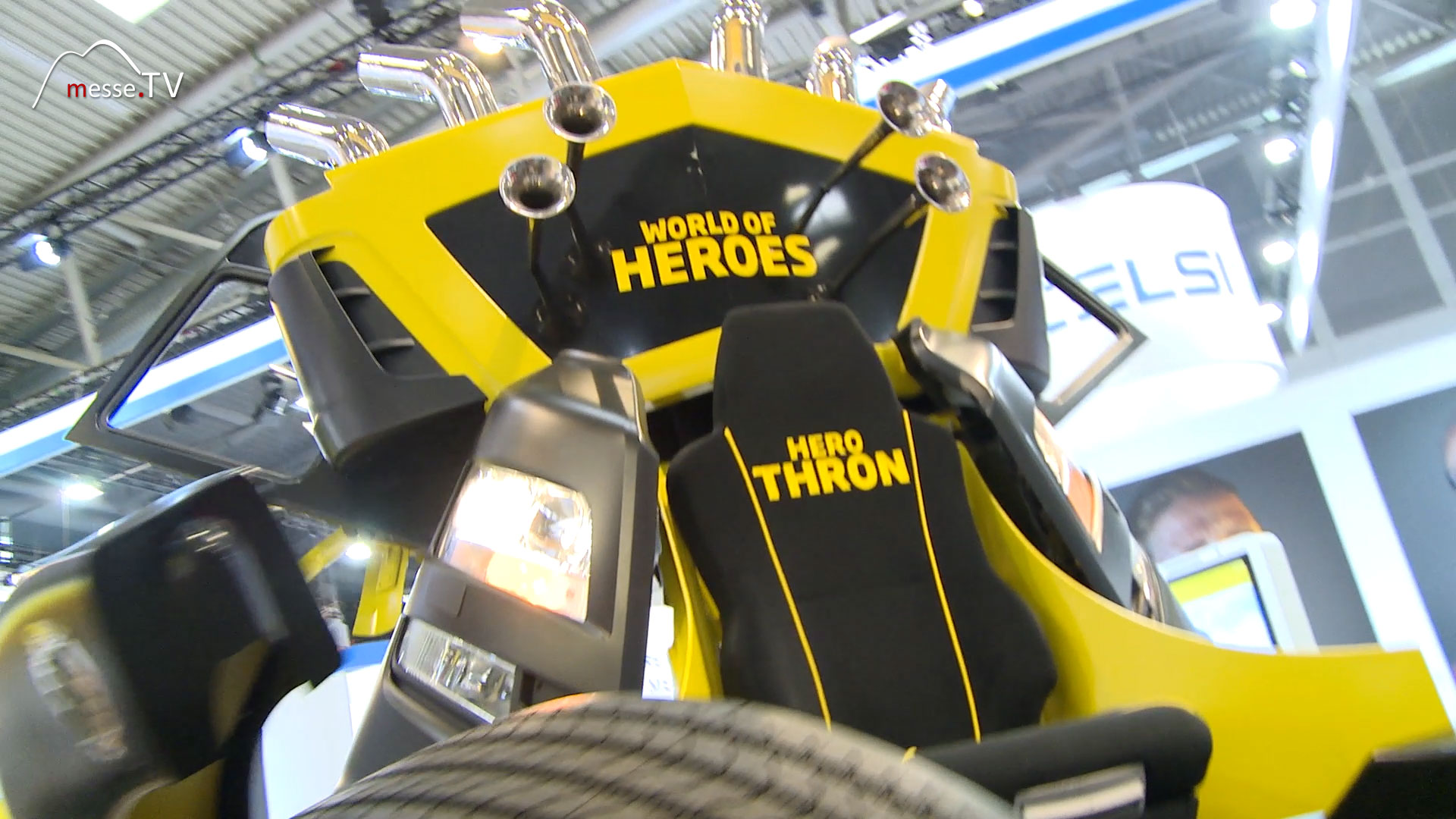 TRUCK JOBS World of Heroes Thron am Messestand