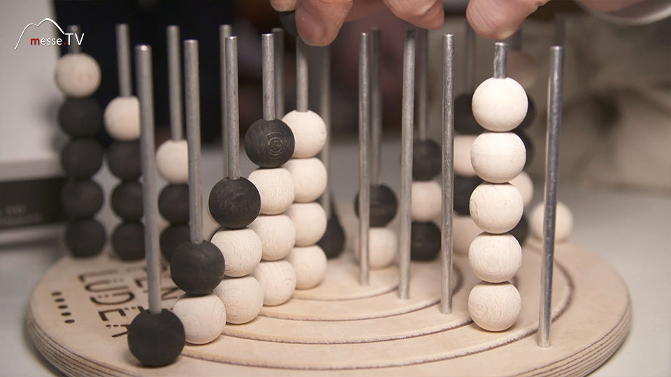 Holzspielzeug: Strategiespiel