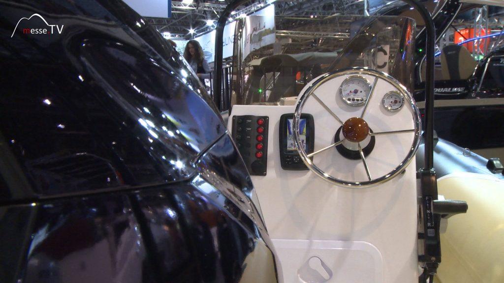 Ocean Bay MX 580 Schlauchboot Cockpit