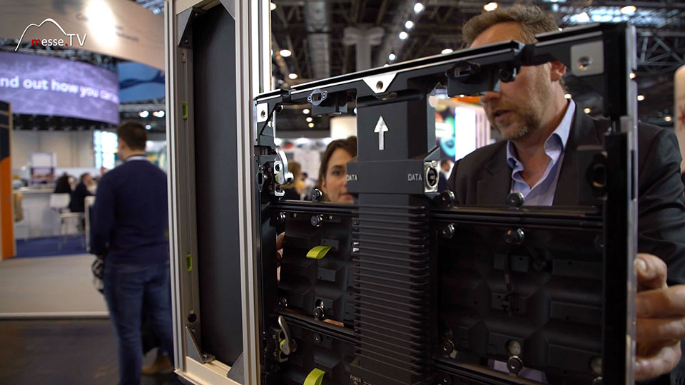 Duo Systems Messebau Integration Bildschirm LED im Messestand