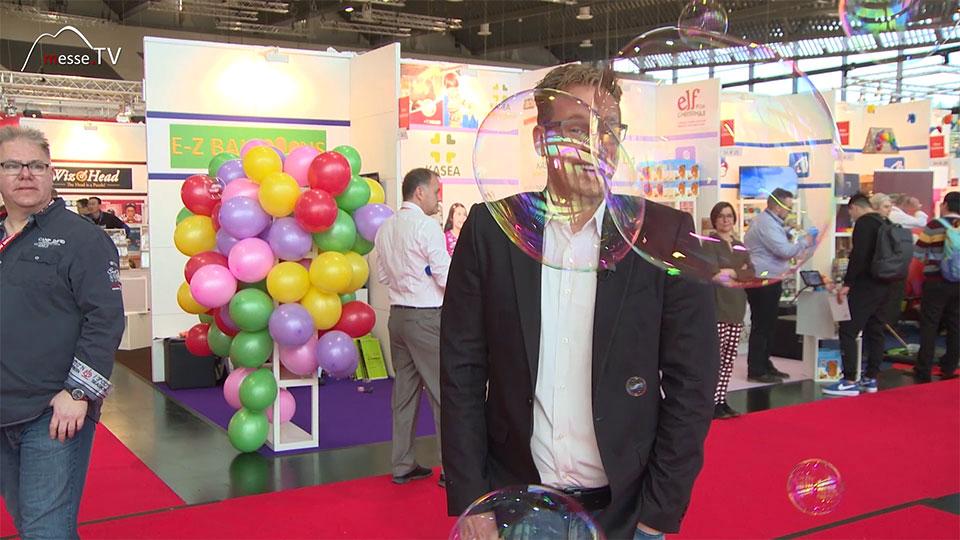 Spielzeug Seifenblasen Moderator Klas Boemecke