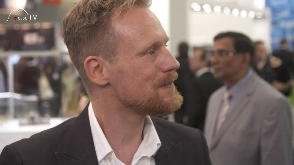 Moderator Klas Bömecke embedded world